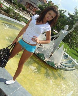 Suzanna from Vista, California is interested in nsa sex with a nice, young man